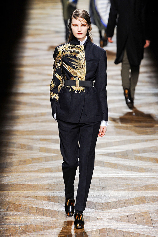 http://textileandterrain.files.wordpress.com/2012/03/dries-van-noten-fall-2012-rtw-podium-006_runway.jpeg