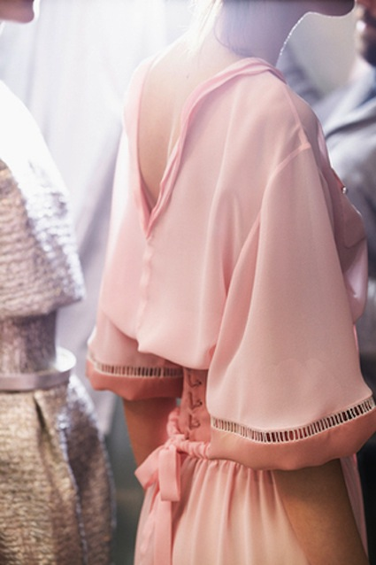 chanel-spring-summer-2014-haute-couture-backstage-02
